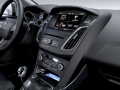2014-Ford-Focus-interior-2-carwitter