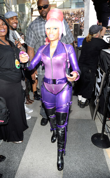 nicki minaj red carpet 2010. nicki-minaj-red-carpet-pic