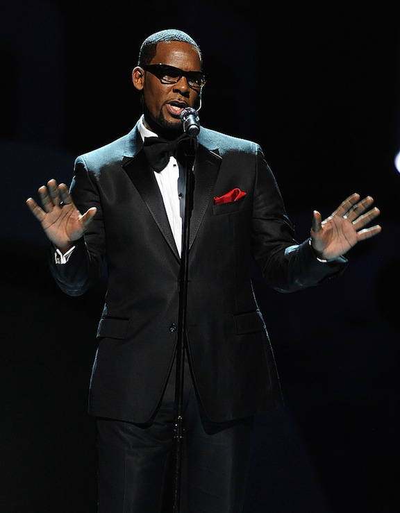 R-1.Kelly-Soul-Train-Awards-2010