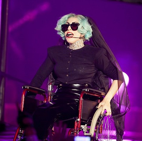 lady_gaga_wheelchair