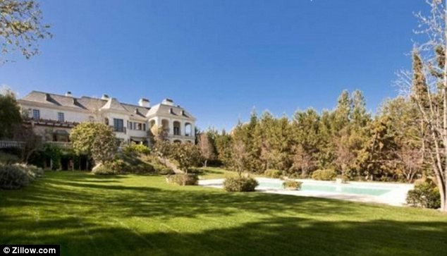 the-home-were-michael-jackson-died-for-sale-for-23-million-photos6
