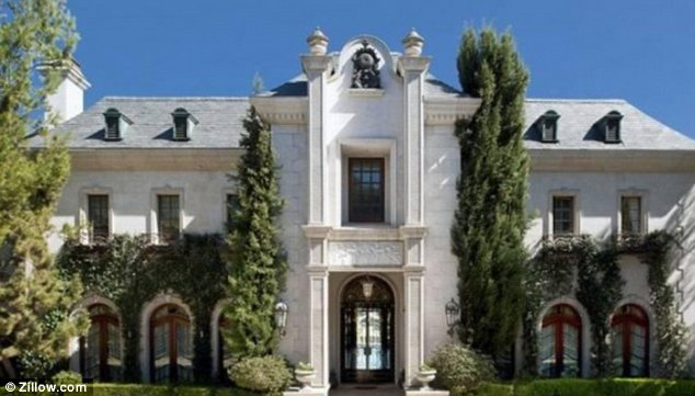 the-home-were-michael-jackson-died-for-sale-for-23-million-photos7