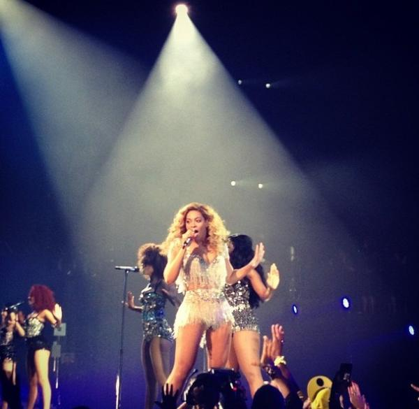 beyonce-on-stage-for-first-concert-as-a-momjay-z-calls-her-best2
