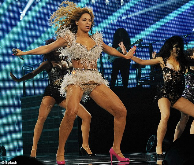 beyonce-on-stage-for-first-concert-as-a-momjay-z-calls-her-best2345342 thumbnail