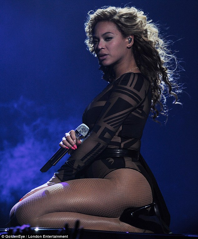 beyonce-on-stage-for-first-concert-as-a-momjay-z-calls-her-best2346532 thumbnail
