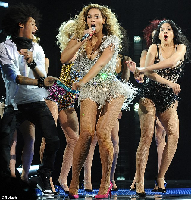 beyonce-on-stage-for-first-concert-as-a-momjay-z-calls-her-best2354342 thumbnail