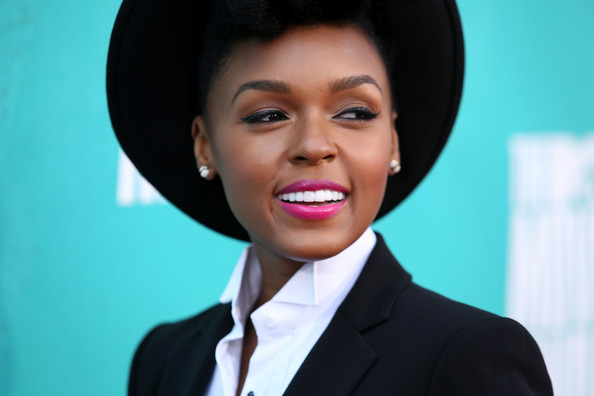 ciara-janelle-monae-amber-wiz-and-more-hit-the-2012-mtv-movie-award1235