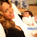new-exclusive-first-photo-s-of-beyonces-baby-girl-blue-ivy-carter2434