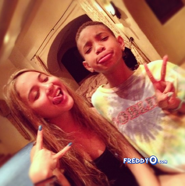 Willow Smith's Tongue Ring Is 'Fake,' She Says (PHOTO ...