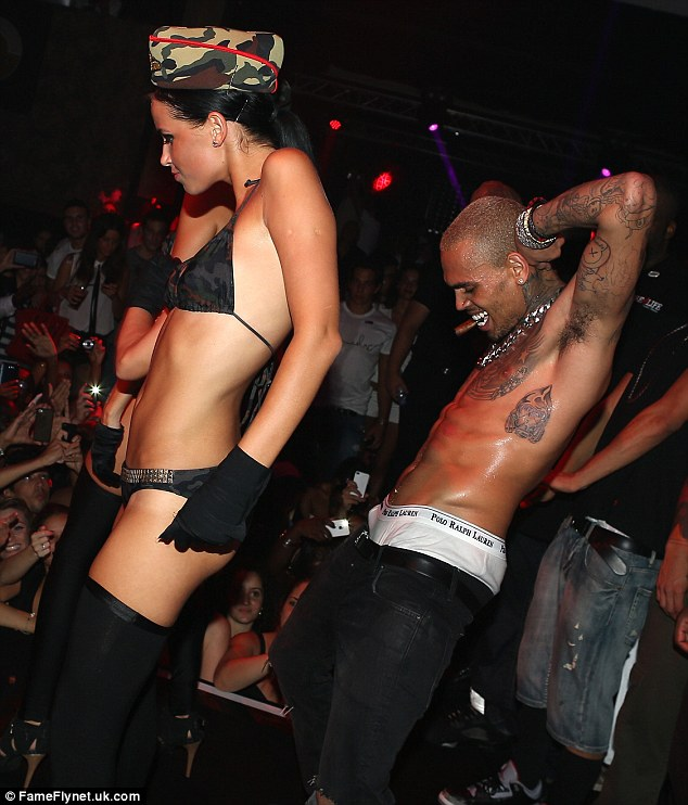 chris-brown-gets-into-second-fights-fighting-bodyguards-at-club-over-vip-table2
