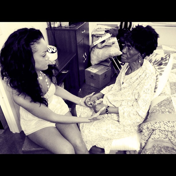 rihanna-mourns-lost-of-beloved-grandmother-who-from-cancer343
