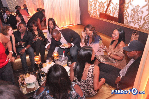 neyo-throws-his-mom-a-50th-birthday-bash23