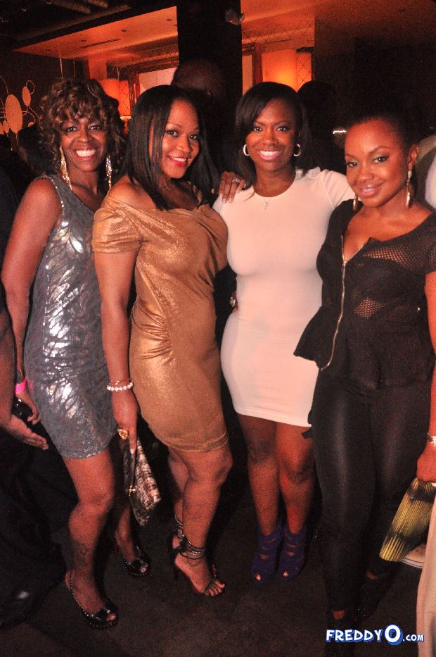 neyo-throws-his-mom-a-50th-birthday-bash2454