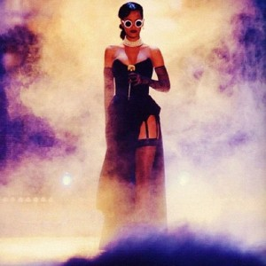 rihanna-performs