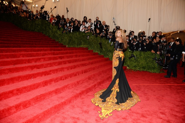 Beyoncemet-gala-2013-red-carpet-photos3242