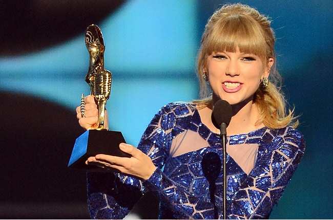 aylor-swift-winning-freddy-o