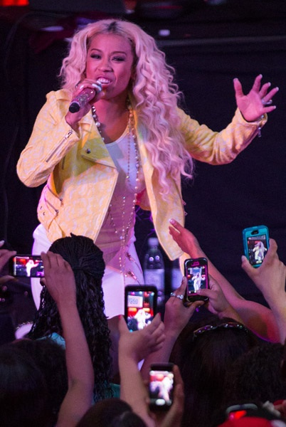 keyshia-cole-performs-for-troops2