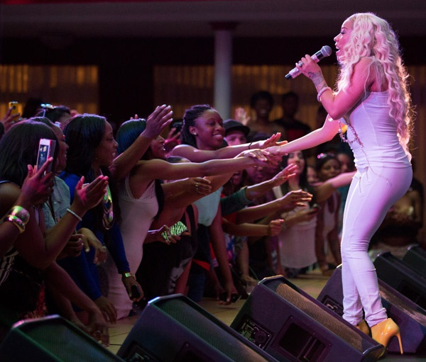 keyshia-cole-performs-for-troops23