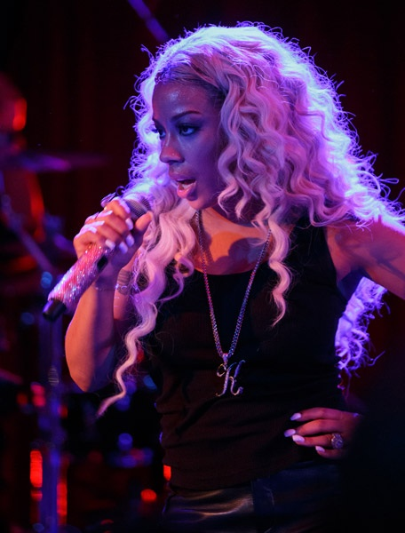 keyshia-cole-performs-for-troops3232