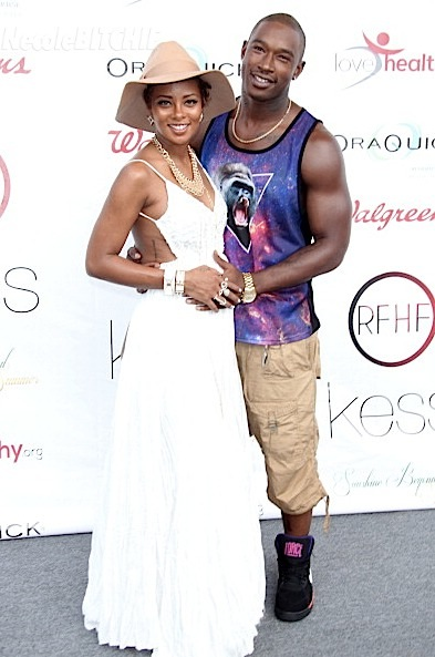 Eva-Marcille-Shows-Baby-Bump