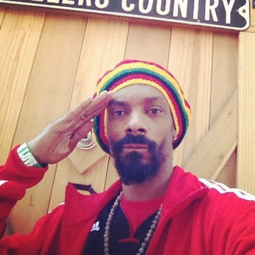Snoop-Dogg-posed-Rastafarian-hat