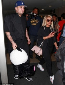 3298D04700000578-3511731-They_re_back_Rob_Kardashian_and_Blac_Chyna_were_spotted_returnin-m-128_1459115428381