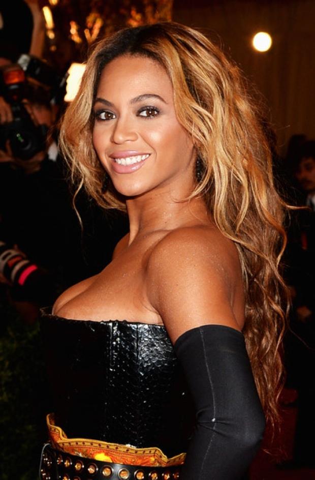 Beyoncemet-gala-2013-red-carpet-photos22