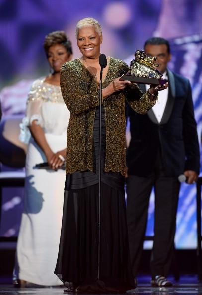 Dionne-Warwick-accepts-her-Soul-Train-Legend-Award-soul-train-awards-2013