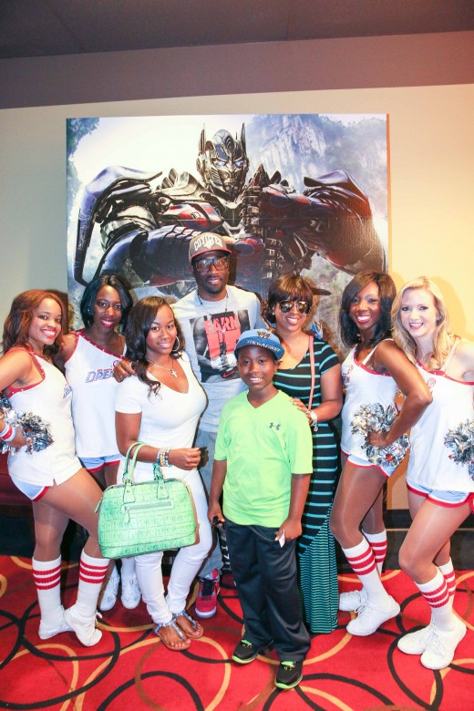 Q Parker and family with Dream cheerleaders - T4 ATL